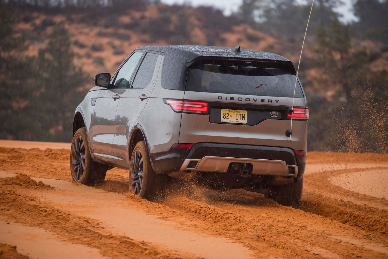 Land Rover fers New Travel Adventures Featuring Discovery SUV
