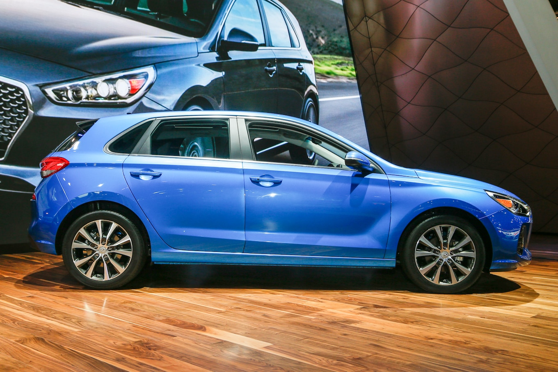 Refreshing Or Revolting 2018 Hyundai Elantra GT Motor Trend