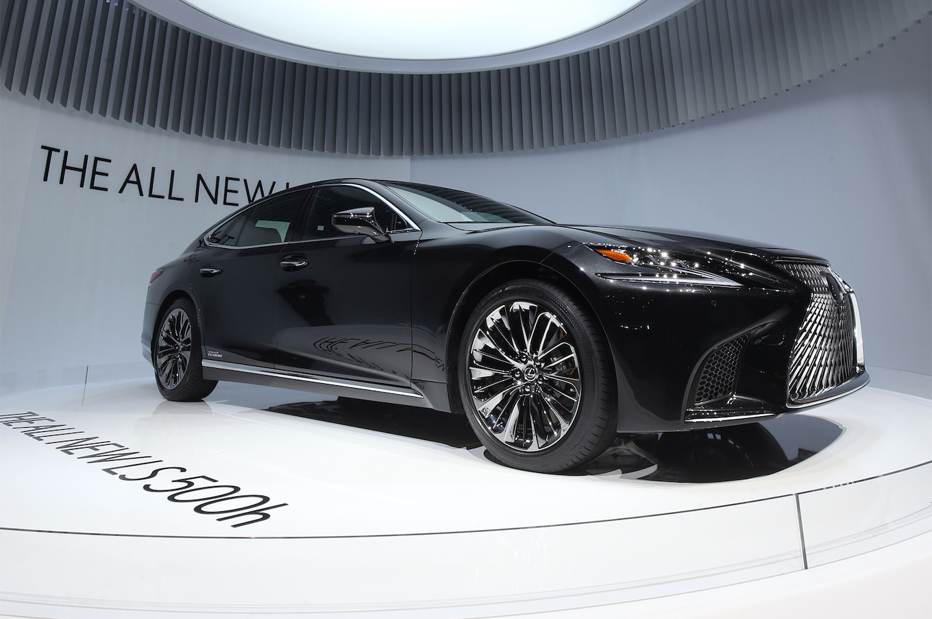 2018 Lexus LS 500h First Look Review