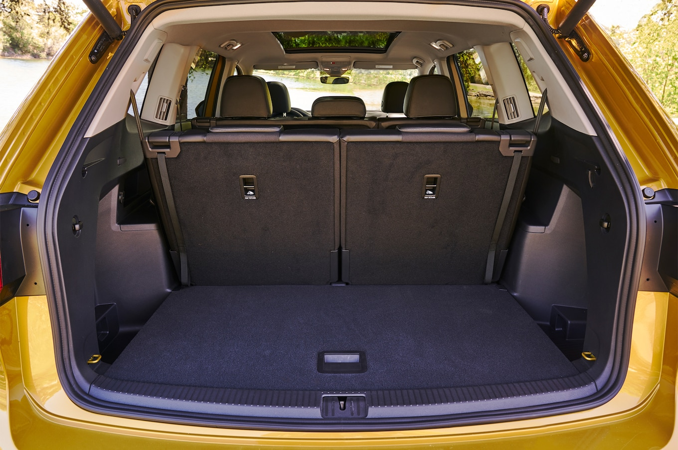 2018 Volkswagen Atlas cargo space 01