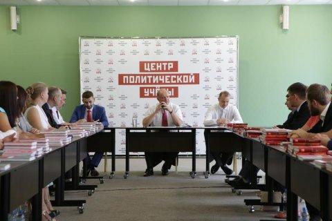 Dans l'école du parti, Gennady Zyuganov a parlé des perspectives du Parti communiste et de son rôle dans l'avenir de la Russie