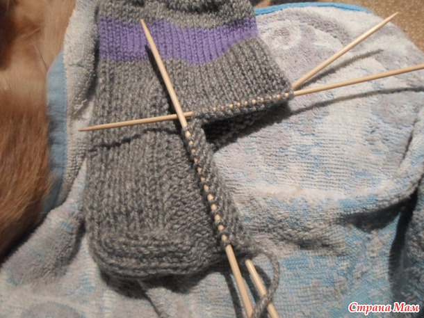 Sukat aloittelijoille. Master Class-Miten neulotaan tavalliset lämpimät sukat paksulla kantapäässä.