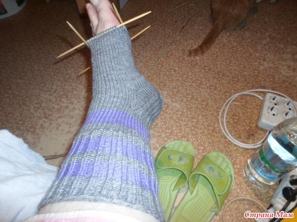 Sokker for nybegynnere. Master Class-hvordan å strikke vanlige varme sokker med tykk hæl.