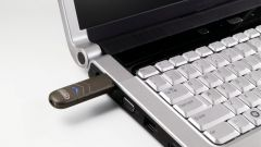 Егер компьютер флэш-дискінің мазмұнын көрмесе, не істеу керек
