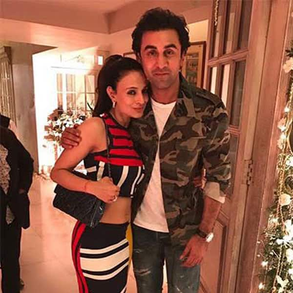 ameesha-patel-and-ranbir-kapoor-pose-for-a-picture-201702-906390