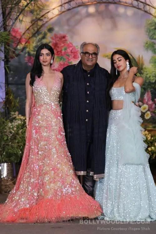 Boney-Kapoor-Janhvi-Kapoor-Khushi-Kapoor-(3)