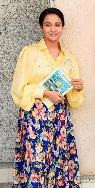 Naina's-1st-day-in-college--YUKBH