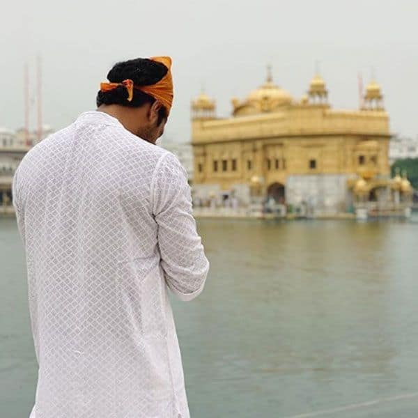 Vicky Kaushal prays for peace with a picture at Golden Temple, writes, 'Jo hai... jo chale gaye, saareyaan nu sukh shaanti bakshyo' 2