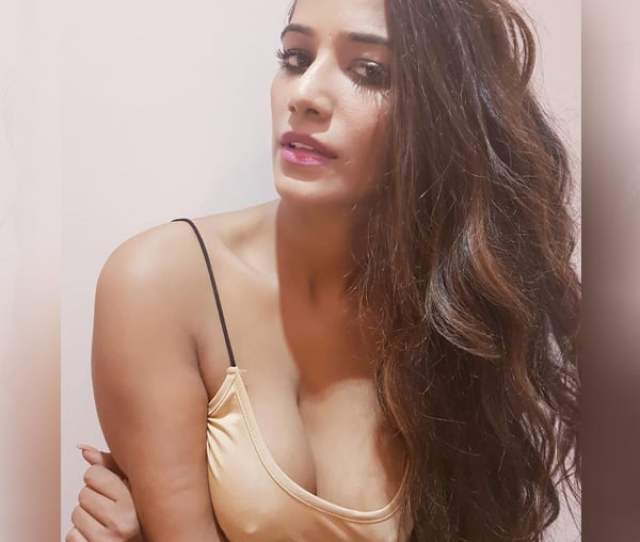 Poonam Panday Will Make You Fall For Her Like Never Before