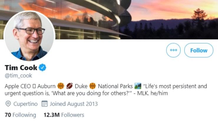 एप्पल के सीईओ टिम कुक ने ट्विटर बायो में वरिष्ठ कार्यकारी ग्रेग जोसवाक को फॉलो करने के लिए जेंडर सर्वनाम को जोड़ा