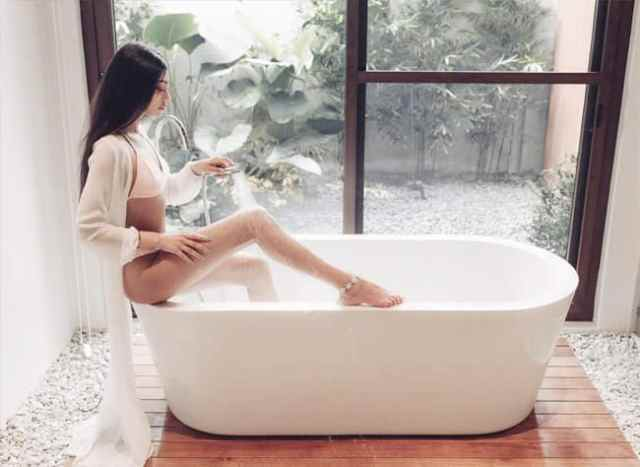 Alanna Panday Poses in The Bathtub, newsdezire
