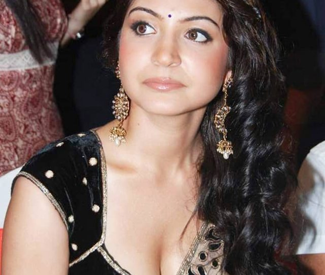 Anushka Sharma Brimming Seduction In Hd Picture