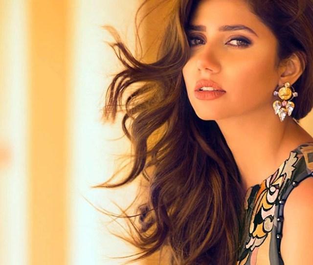 Mahira Khan Posing Super Hot During A Photoshoot Mahira Khan Hot And Sexy Pictures Celebs Photo Gallery India Com Photogallery