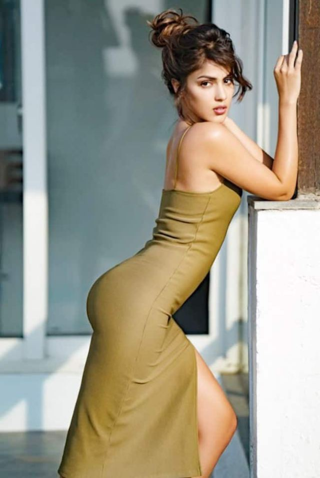 Rhea struck a sensuous pose in a body-hugging olive green gown