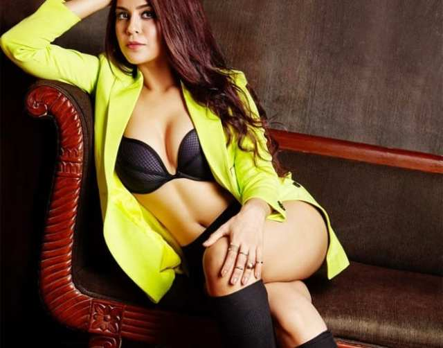 Sana Saeed's Bold Avatar in Sultry Bikini Photos is Winning Over The internet - newsdezire