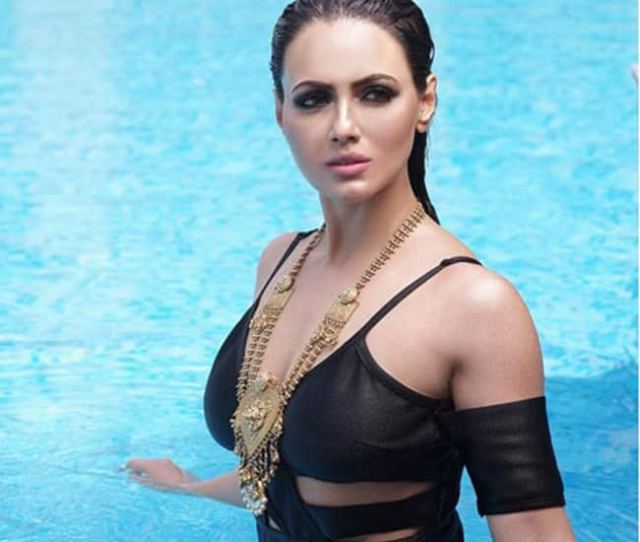 Sana Khan Looks Jaw Dropping Sexy In This Picture