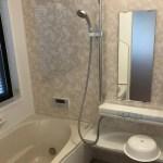 お風呂の鏡が曇らないようにするには?浴室の鏡の曇る原因と対策!