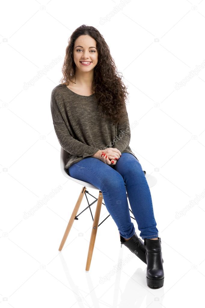femme assise sur une chaise image libre de droit par ikostudio c 120102030