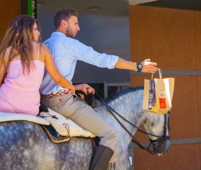 Nella Fiera Del Cavallo Non Solo Lauto Andare A Comprare I Piloti Hamburger Als