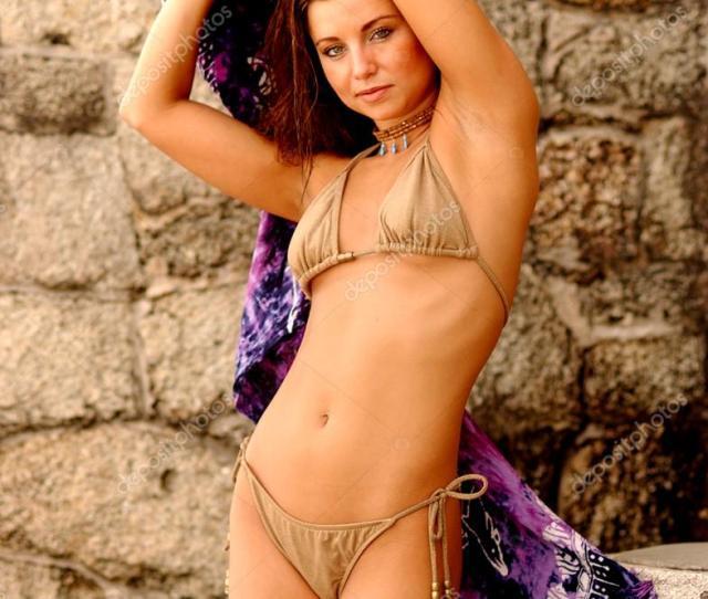 Tan String Bikini Petite Brunette Foto De Stock