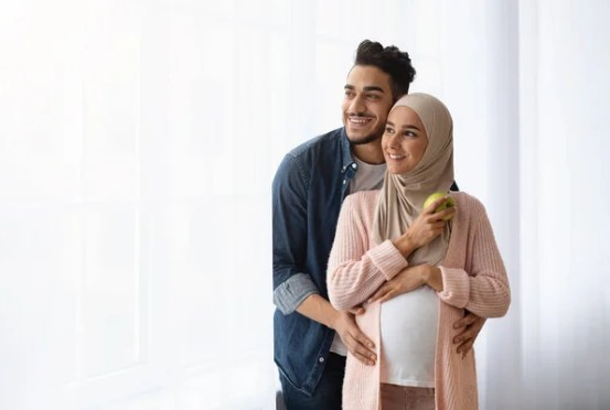Islamic couple pregnant Images, Royalty-free Stock Islamic couple pregnant Photos & Pictures | Depositphotos
