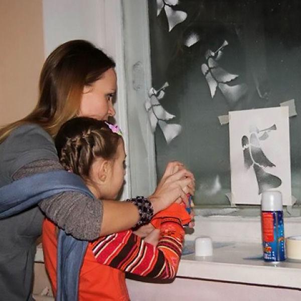 Фото терезедегі сабын көбікінің жаңа жылдық суреті