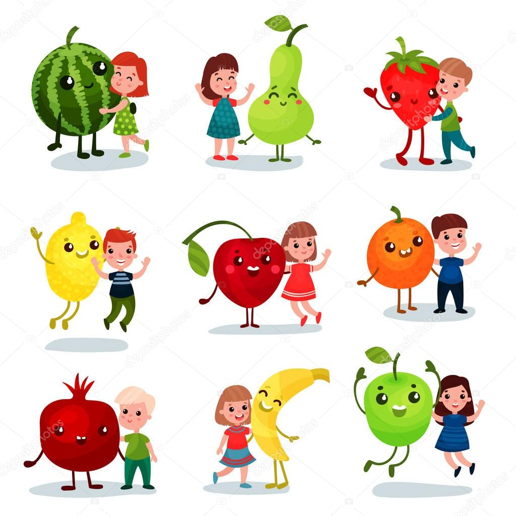 Engracado Criancas Se Divertindo E Abracando Frutas