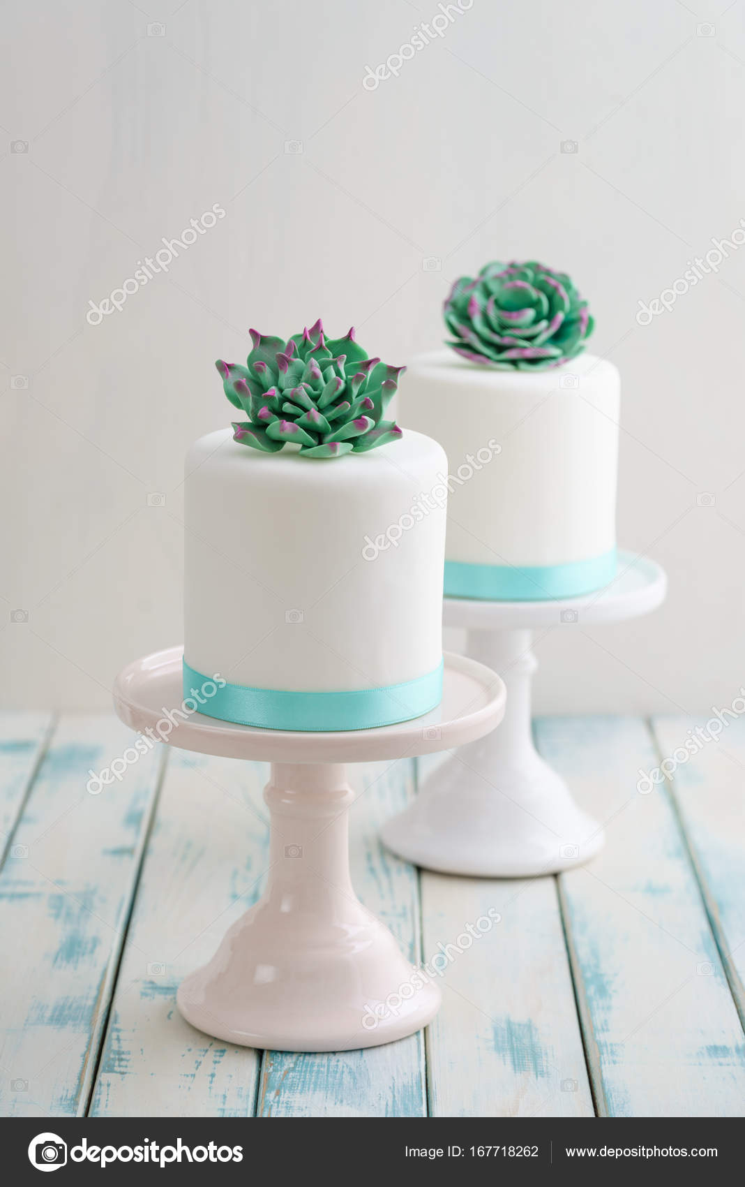 Mini succulent wedding cakes     Stock Photo      ECoelfen  167718262 Mini succulent wedding cakes     Stock Photo