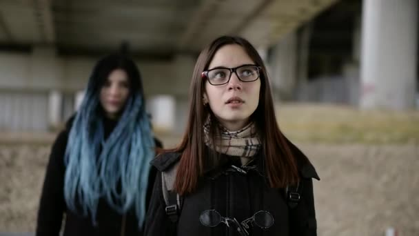 Lesbian Romance In The Cold City Stock Video