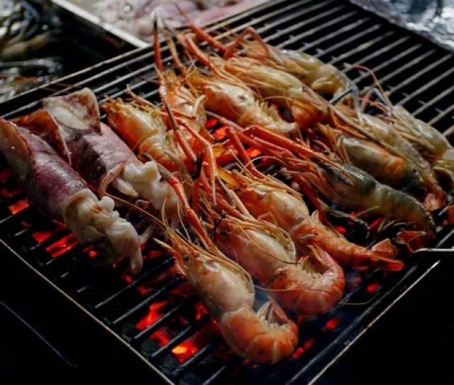 Gegrilde Zalm Filets Op Grill  C B Verse Garnalen Gegrild Fornuis Avondmarkt Hua Hin Thailand