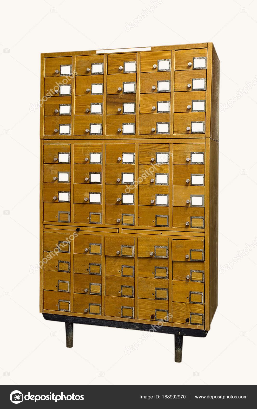 ancien catalogue de cartes bibliotheque vintage sur fond blanc une vieille armoire en bois de style des tiroirs carte index bibliotheque avec
