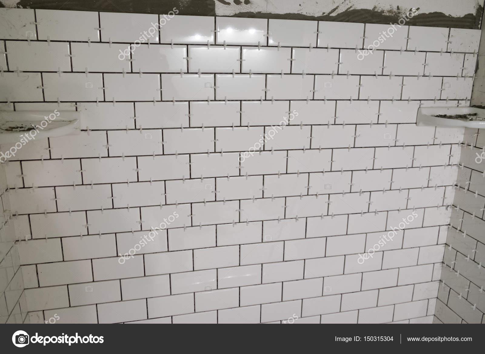 https depositphotos com 150315304 stock photo white subway tile tub surround html