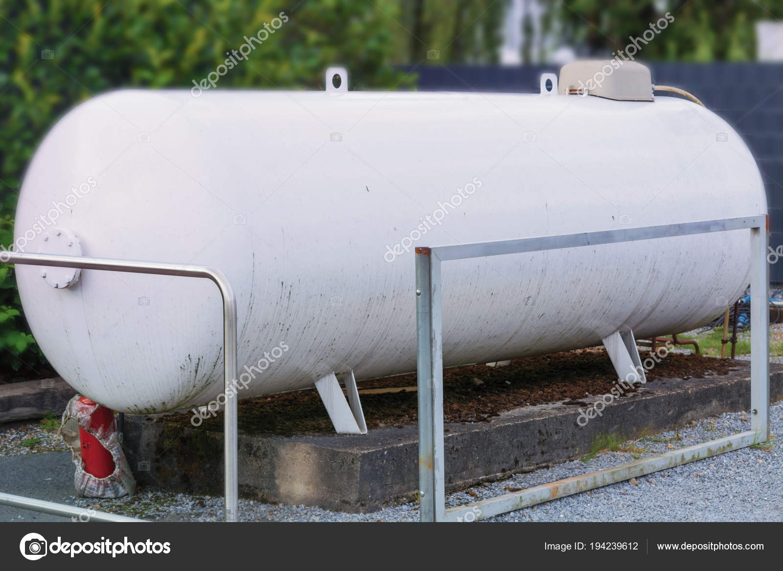 Gro E Propan Gas Tank Oder Flussiggas Tank Einem Garten