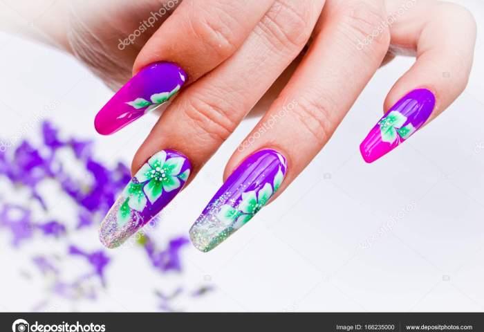 Uñas Decoradas Con Arreglos Florales Para La Primavera De Colores Un