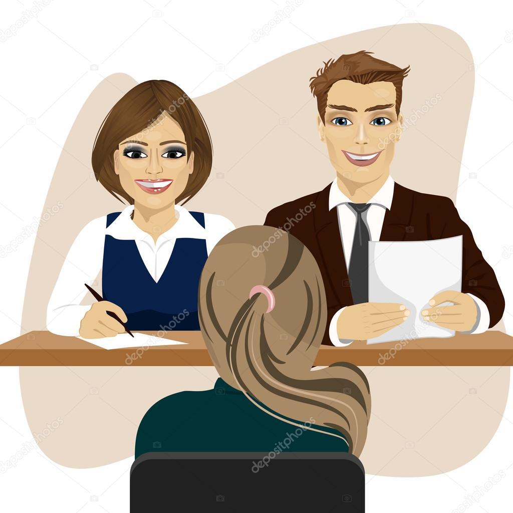 personnel d affaires assis au bureau entretien avec femme candidate pour emploi recrutement
