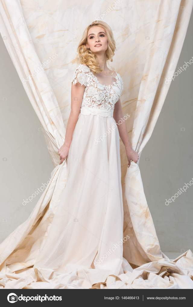smiling blonde bride | the gorgeous smiling blonde bride