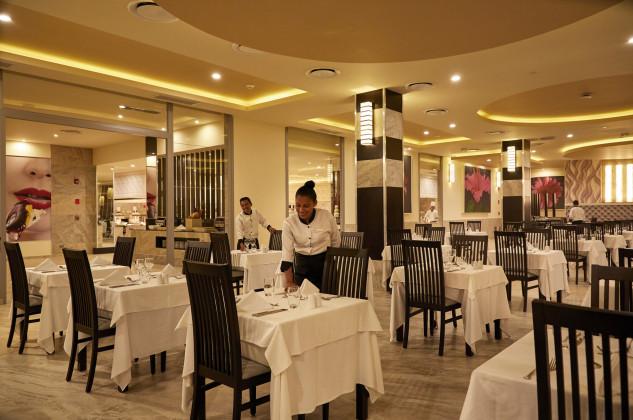 Restaurante principal / RIU