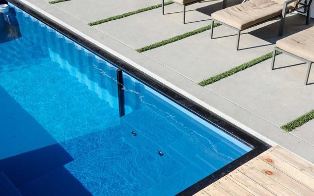 Resultado de imagem para Modpool transforma contêineres usados em piscinas