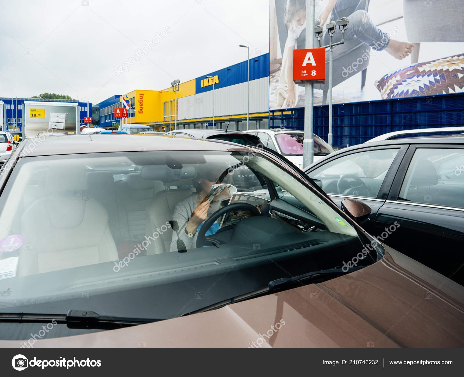 Delft Netherlands Aug 2018 View Street Elegant Woman Reading