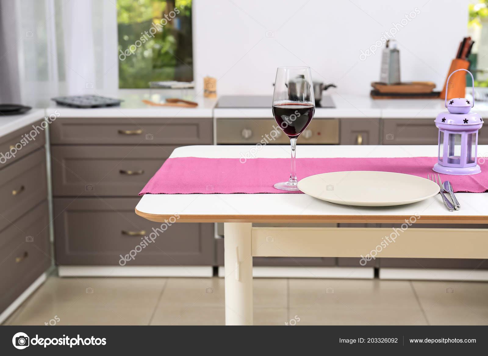 elegante table cuisine moderne photographie belchonock c 203326092