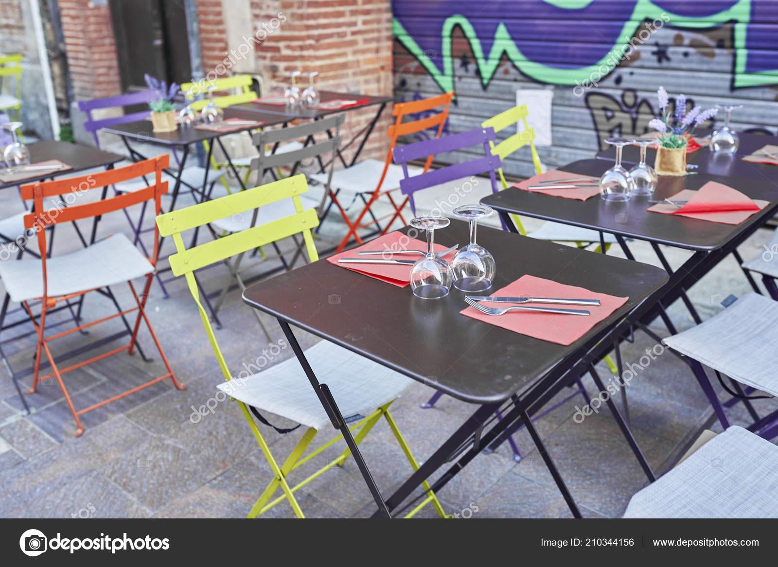 bunte tische auf der terrasse einer bar stockfotografie lizenzfreie fotos c nachrc2001 gmail com 210344156 depositphotos