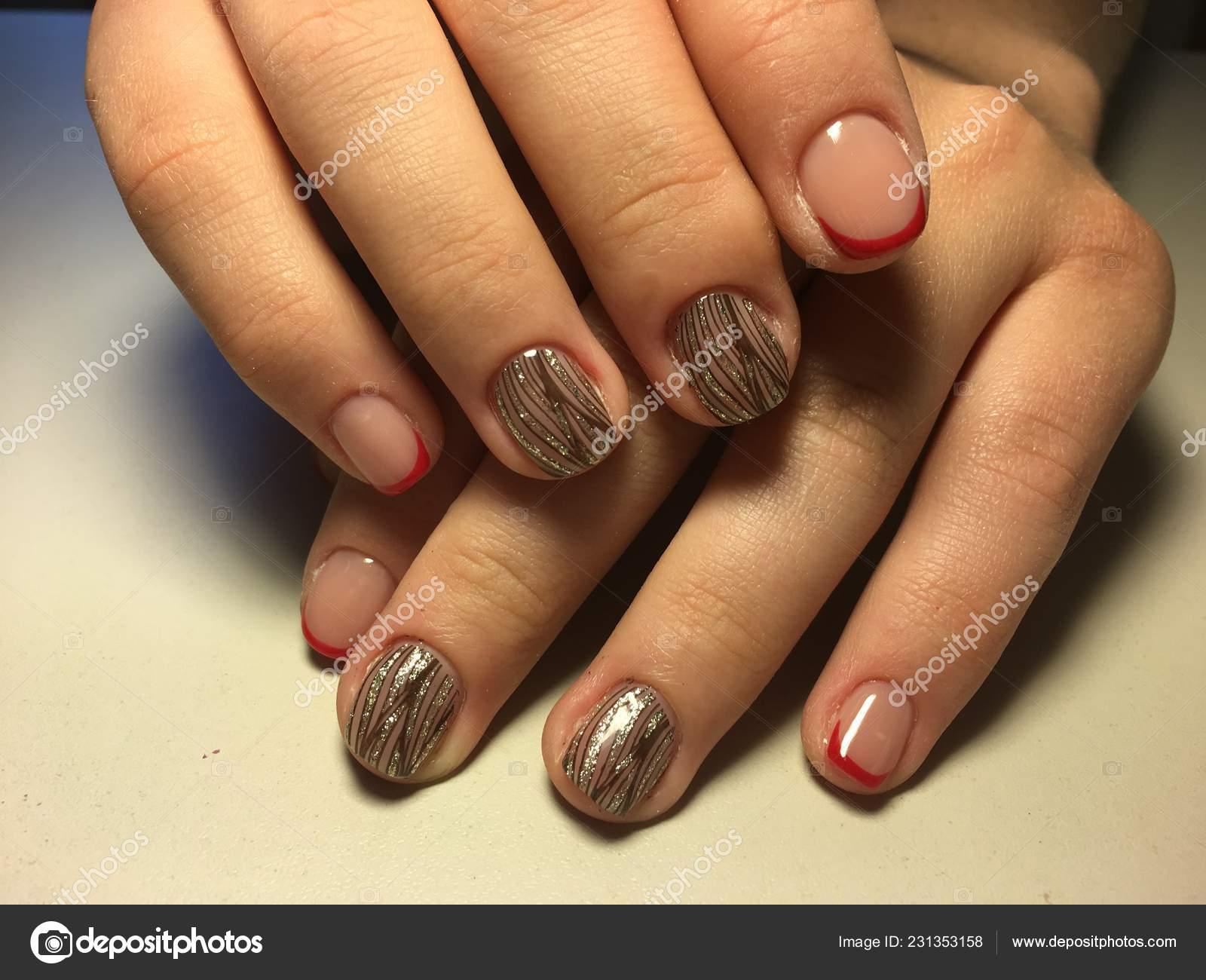 Czerwony French Manicure Wzor Czarny Zloty Design Zdjecie