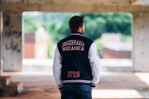 Jaqueta personalizada universitária