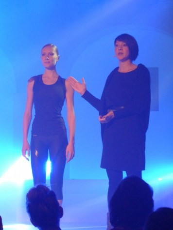 Präsentation des Outfits mit Anastasia Kurkova