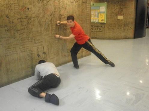 Javier Peña Vazquez & Aymeric Mosselmans an der Grußwand.