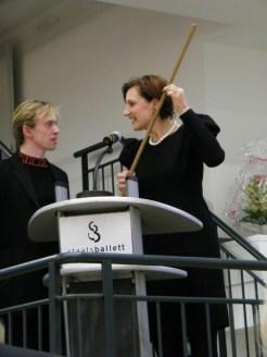 Vladimir bekam den original 'Korrigierstock' von Tatjana Gsovsky überreicht.