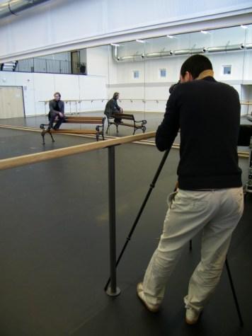 Vladimir, die Bank und der Fotograf im Ballettsaal.