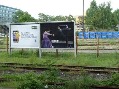 ONEGIN-Plakat an der S-Bahnstation Warschauer Straße.