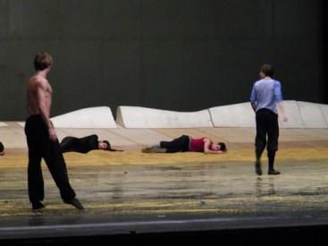 Der Tod (Leonard Jakovina) auf Peers Spuren.