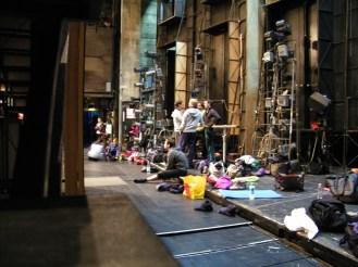 Blick von der Seite auf die Bühne.